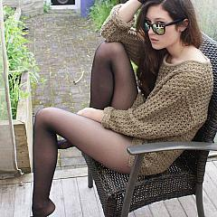 Pantyhose-Stockings caught.