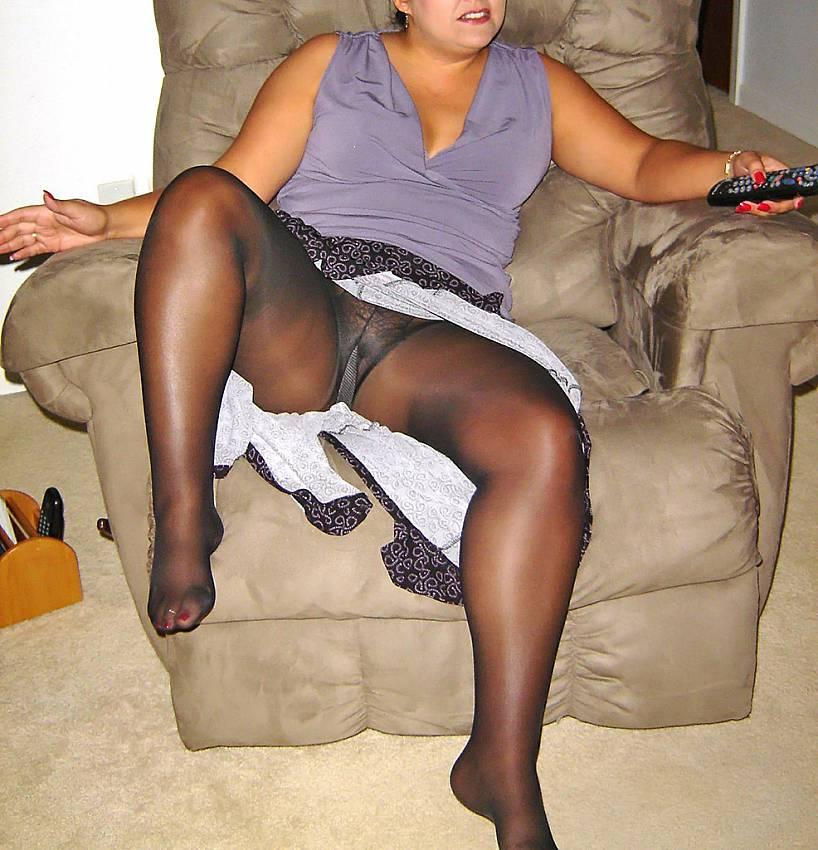 women pantyhose flashing
