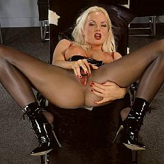 Pantyhose-Stockings golden-haired.