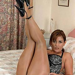 Pantyhose-Stockings milf.