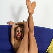 Posing sealess pantyhose girl.